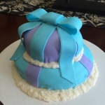 Round gift box cake (Taylor Made Sweets and Treats)