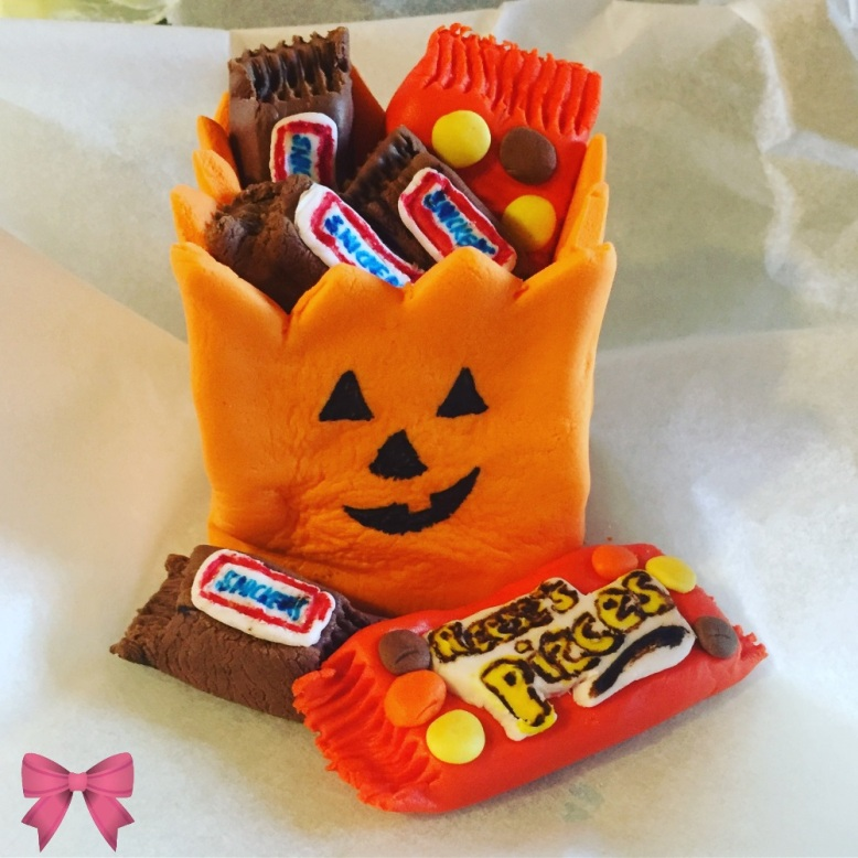 Fondant trick or treat bag + candy (TMST)